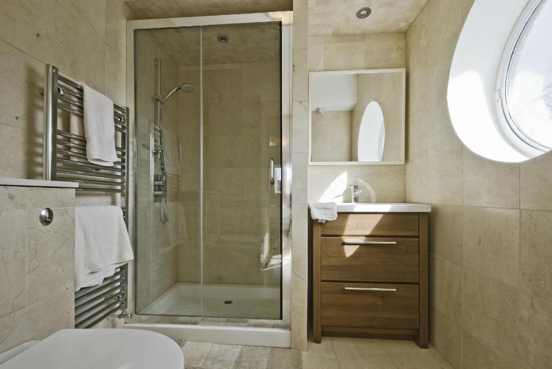 Plomberie sanitaire niort poitiers la rochelle - La baignoire poitiers ...